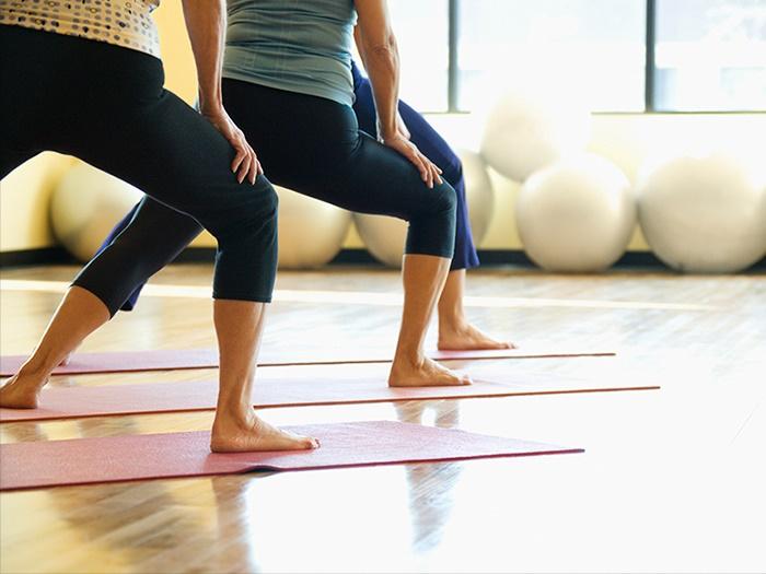 リハビリトレーナーのセミナーなら【I's training&care】へ | トレーニング方法の指導イメージ